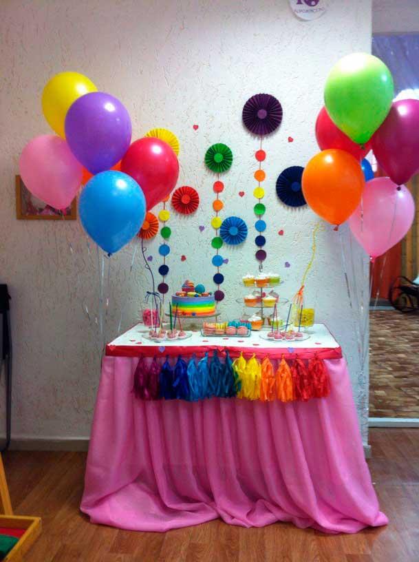 Mesas de dulces para cumplea os de arcoiris - Como decorar una mesa de cumpleanos para adultos ...