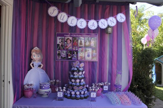 como decorar una mesa de dulces de princesita sofia01